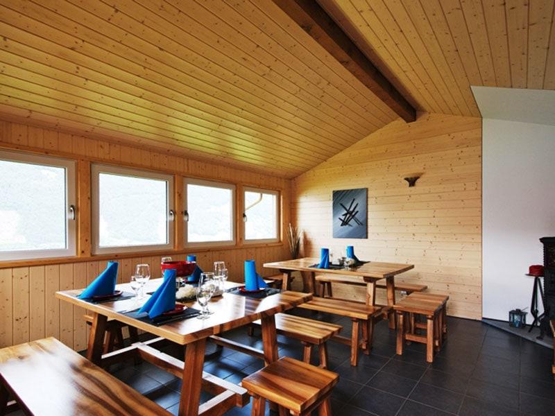 Truttmann Holzprofis Emmeten AG Tische